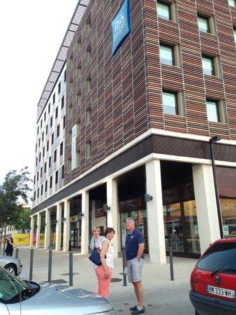 Ibis Budget Nimes Centre Gare : Voorzijde Ibis budget hotel Nimes