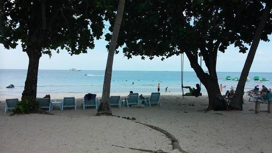 King's Garden Resort: Beach