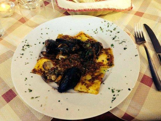 Hotel Villa Giulia: Tortelloni ripieni di astice con ragù di pesce e suoi crostacei