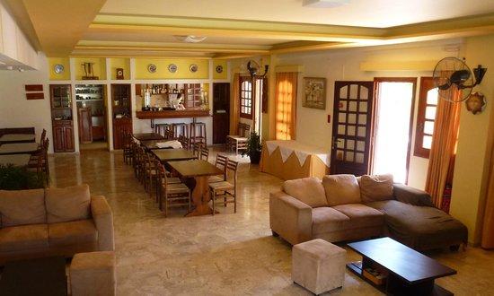 Aris Hotel: Lounge area