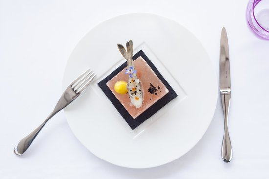 Five Seas Hotel Cannes: Langoustine Tartar by Arnaud Tabarec