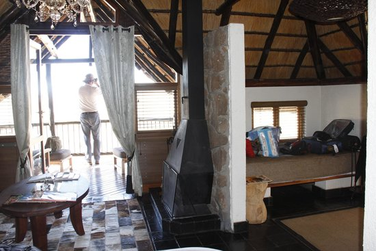 Tshukudu Bush Lodge: Inside room looking out from where main bed is.  Single bed option on right.