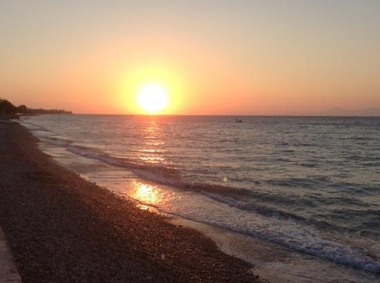 Avra Beach Resort Hotel - Bungalows : Sunset at Avra Beach Hotel