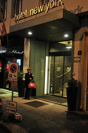 New York Hotel: Hotell entré