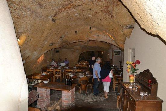 Le Caveau: La cave