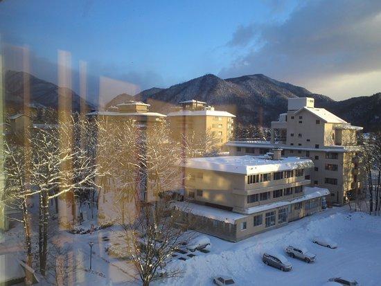 Tateyama Prince Hotel: 窓からのぞむ