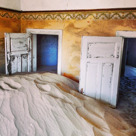 Luderitz, Namíbia: Bedrooms full of sand