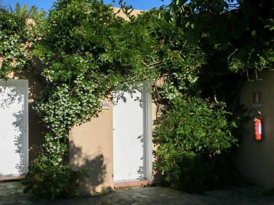Agrustos Village: vue de l'entrée de la chambre