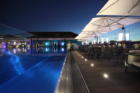 Five Seas Hotel Cannes: Pool Terrace by Night