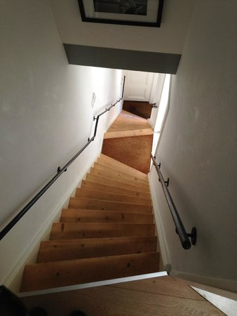 Sleep in Amsterdam B&B: Stairs are steep so possibly an issue for older generations but not for us