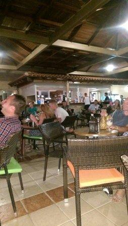 Atlantica Princess Hotel: Bar at night