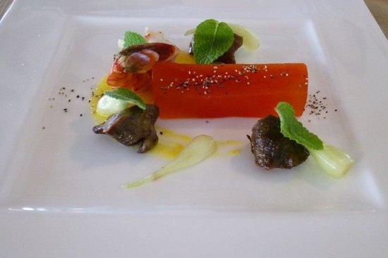 Sea Forest: 前菜:赤ピーマンとオリーブオイルのテリーヌ、砂肝のコンフィほか