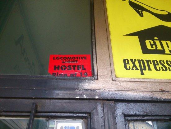Locomotive Light Hostel & Apartments : вот он - единственный опознавательный знак