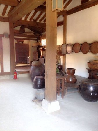 Namsangol Hanok Village: 'Old fashioned feel'
