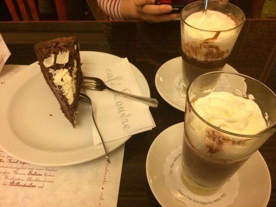Cafe Louvre: ��