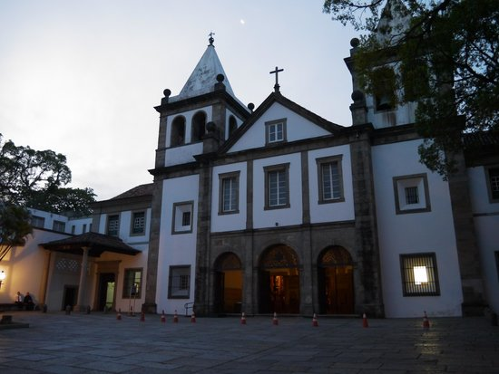 Sao Bento Monastery: Монастрыский храм снаружи