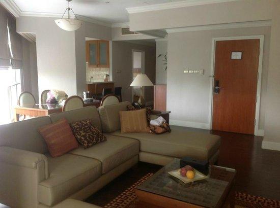 Mayfair, Bangkok - Marriott Executive Apartments: lounge area looking through to kitchen