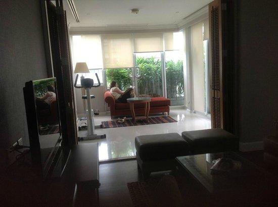 Mayfair, Bangkok - Marriott Executive Apartments: inside veranda room with exercise bike