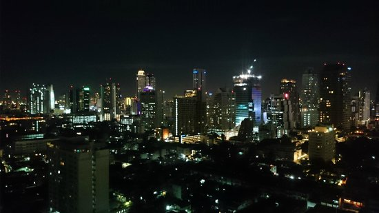 Anantara Sathorn Bangkok Hotel: Bangkok by night