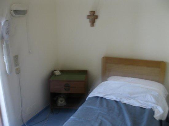 Casa d'Accoglienza Piccole Ancelle di Cristo Re Roma: кровать