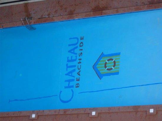 Chateau Beachside: Pool down below - nice and clean