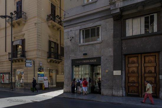 Palazzo Pantaleo B&B: Innkjøring til hotellets bakgård fra hovedgaten