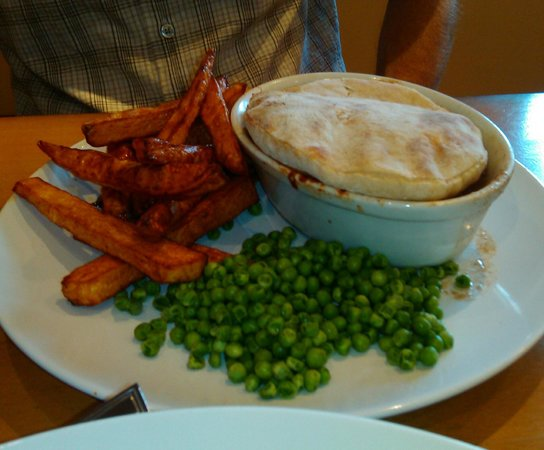 The New Prospect Inn: Steak and Ale pie, chips and peas!