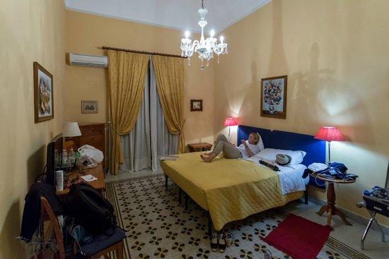 Palazzo Pantaleo B&B: Et av rommene