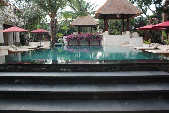 Griya Santrian : piscine centrale