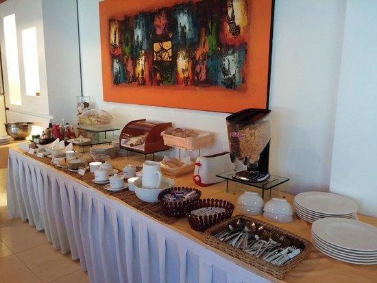 Sur Beach Resort: Breakfast