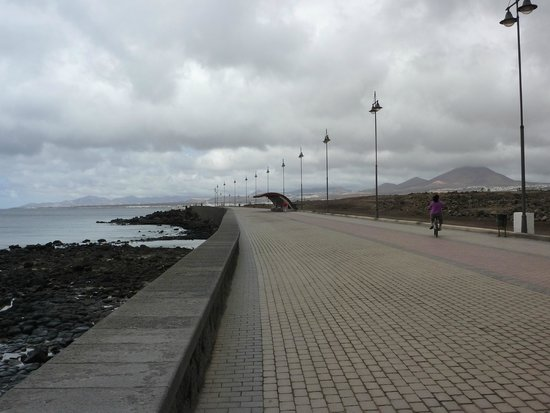 Arrecife Gran Hotel : Cycle route and no cars !