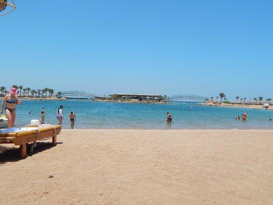 Desert Rose Resort: пляж