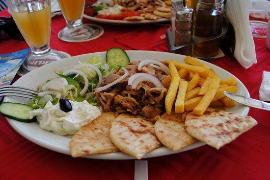 Aris Grill : Tasty Gyros!!!