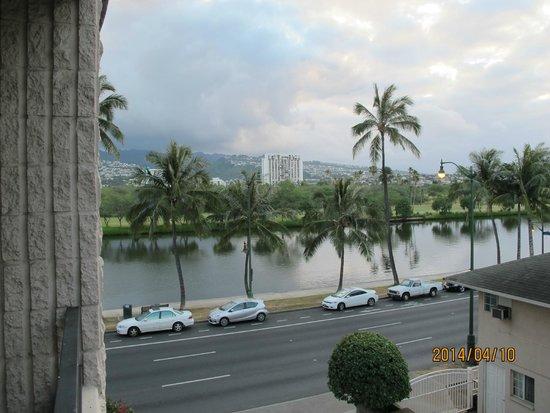 Waikiki Sand Villa Hotel: 部屋からの眺めです。