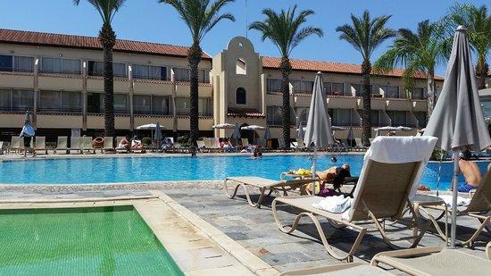 Napa Plaza Hotel: Poolområdet