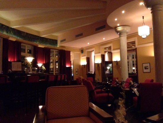 La Residence Hue Hotel & Spa: Bar area