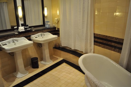 La Residence Hue Hotel & Spa: Bathroom
