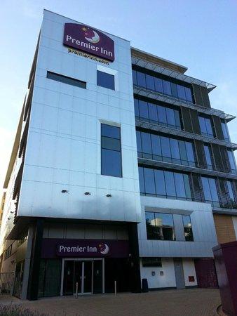 Premier Inn London Ealing Hotel: Hotel entrance