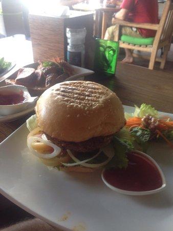Bella Vista Coffee & Juice Bar: Beef burger
