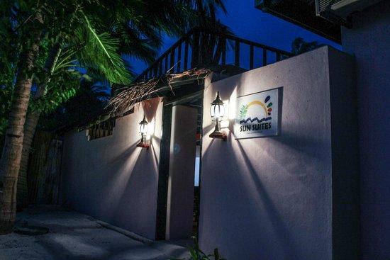 Sun Suites Maldives: Hotel front