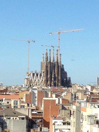 Catalonia Atenas Hotel : Вид с крыши на Саграду де Фамилия