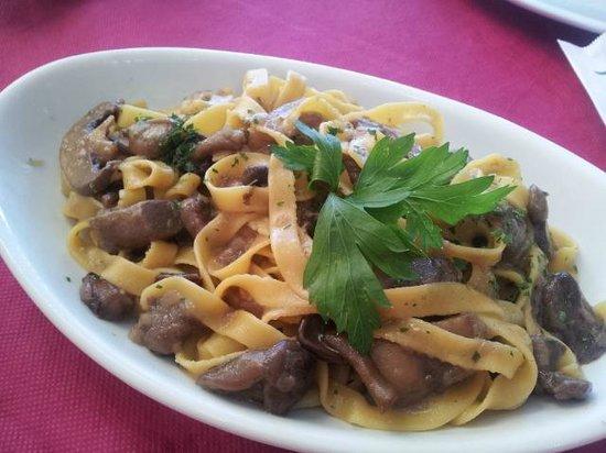 Antica Croce: tagliatelle with mushrooms