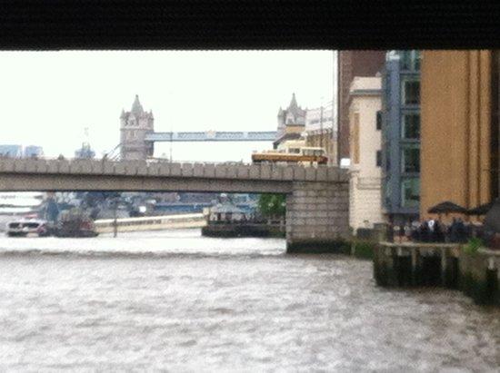 The Anchor and Hope: Vista sul fiume sdai tavoli all'aperto