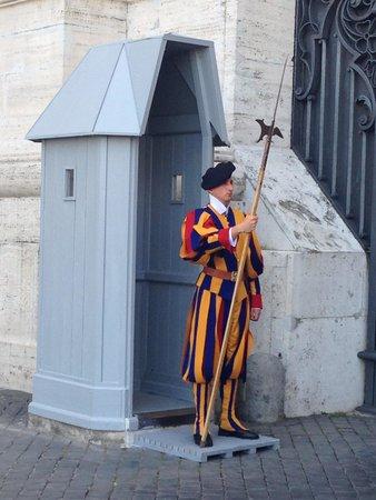 Marco Pontuali Private Tours: Un garde Suisse