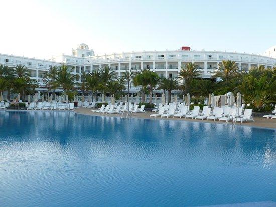 Hotel Riu Palace Maspalomas: One of two large pools