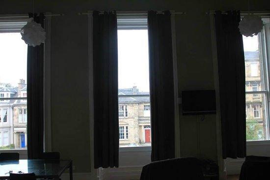 Destination Edinburgh Southside Apartments: Вид из окон