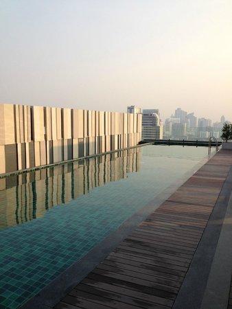 Mercure Bangkok Siam: Piscine dernier étage