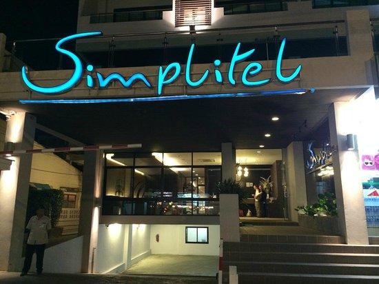 Simplitel Hotel: Front entrance of hotel