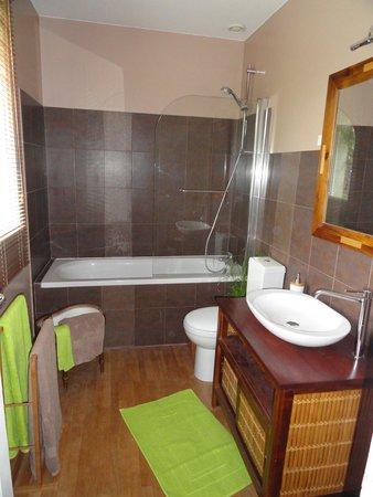 """Marcey-les-Greves, France : Salle de bain """"Tous les matins du monde"""""""
