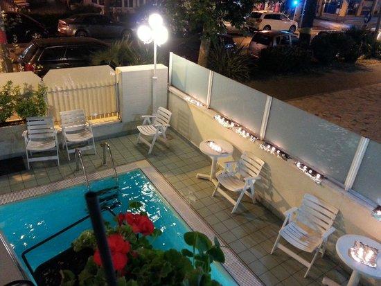 Hotel Arno: piscina notturna 3